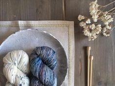 Sinfonía azul . #lana #lanas #yarn #wool #puralana #purewool #litlg #blue #azul #knitlife #knit #knitting #punto #tricot #tejer #ganchillo #crochet #allaboutblue #letsknit #lanasconhistoria #ohlanas #yarnshop #yarnstagram #yarnlove #handdyedyarn #liveauthentic #thatsdarling