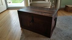 Pallet chest made with reclaimed pallet boards