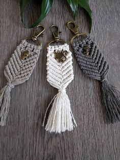 161 Likes, 10 Comments – shannon heath (macrame keyrings with beadsNo automatic alt text available.The black tassel like keychain Macrame Purse, Macrame Knots, Macrame Jewelry, Macrame Earrings, Micro Macramé, Diy Jewelry Charms, Jewelry Crafts, Diy Y Manualidades, Hobbies For Women