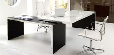 Scrivania Direzionale per l'Ufficio di Design Wing di IVM Office