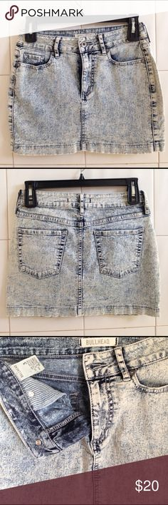 """{Bullhead} denim mini skirt Bullhead acid wash denim mini skirt. Has 5 pockets, belt loops, fabric is stretchy and form fitting.  Laying flat - waist 13"""", front length 12"""", back length 13"""".  Great condition.  Make an offer or bundle and save.                                               [Tags: women, jean, spring, summer, surf, beach, legs, bodysuit, iron on patch, pin, jean, punk, rock, rebel, grunge] Bullhead Skirts Mini"""