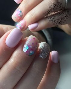 Polka dot nails with glitter Fancy Nails, Pink Nails, Glitter Nails, Cute Nails, Pretty Nails, Pink Glitter, Glitter Bomb, Glitter Eyeshadow, Gold Nails