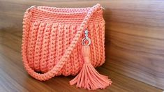 Aprenda a fazer croche de modo simples facil e muito rapido com video aulas passo a passo em português Muster Videos Como fazer bolsa de croche com fio de malha passo a passo: Diy Crochet Tutorial Crochet Tutorial, Crochet Bag Tutorials, Crochet Flower Patterns, Crochet Videos, Crochet Projects, Diy Tutorial, Flower Crochet, Purse Tutorial, Bag Crochet