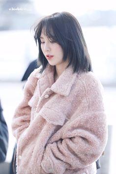 190105 ICN departure Seulgi, K Pop, Shot Hair Styles, Wendy Red Velvet, Velvet Shorts, Mid Length Hair, Aesthetic Hair, Pretty Hairstyles, Hair Goals