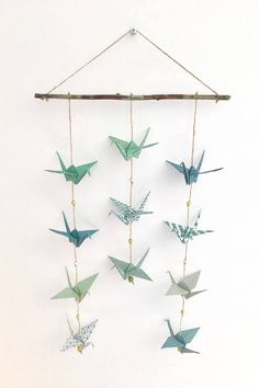 Mobile - Guirlande origami suspension colombes - origami garland - decoration originale - origami mobile - bird mobile - Expolore the best and the special ideas about Mobile design Origami Design, Origami Rose, Origami Ball, Origami Paloma, Origami Guide, Instruções Origami, Origami Bookmark, Origami Flowers, Origami Heart