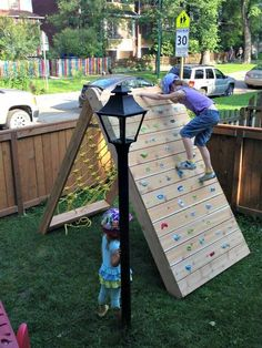 Create your own DIY outdoor playground to entertain the kids. Below are 11 DIY Outdoor kids projects that can transform regular backyards. Backyard Playground, Backyard For Kids, Backyard Projects, Playground Ideas, Diy Projects, Playground Design, Backyard Toys, Kids Yard, Play Yard