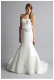 Judy Organza trumpet wedding gown http://www.christiannebrunelle.com/English/Alyne-wedding-dresses/