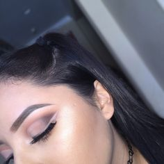 I used the Mannymua palette to create this look. I used the shades for the eyeliner and the crease, I just reversed the order. A simple half cut crease was