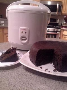 This dark, rich, chocolate cake is perfect with coffee on a lazy afternoon or as a special treat for a birthday cake. It has no eggs or milk so is ok for Vegans. Rice Cooker Chocolate Cake Recipe, Rice Cooker Cake, Aroma Rice Cooker, Rice Cooker Recipes, Rice Recipes, Cooking Recipes, Cooking Rice, Vegan Chocolate, Recipies