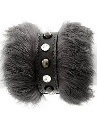 Fur and leather, love it! Leather Jewelry, Leather Craft, Fur Accessories, Bling Shoes, Bracelet Cuir, Bijoux Diy, Leather Projects, Handcrafted Jewelry, Jewelery