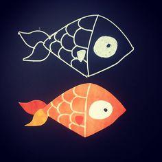 No sabemos si nuestro #pez nos gusta más en blanco y negro o en color... Instagram Posts, Cards, Fish, Chalkboard, Black And White, Colors, Maps, Playing Cards