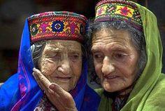 Gli Hunza p sono una piccola popolazione che vive nella parte settentrionale del Pakistan.Hunzas. Si ritiene sia la popolazione più sana e più longeva al mondo; secondo una statistia sono le persone felici sulla...