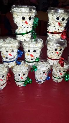 30 Easy Christmas Classroom Treats for Christmas Classroom Parties - Hike n Dip - - Looking for easy Christmas Classroom Treats? Well, here is a round up of healthy and easy Christmas Classroom Treats that can be made in no time. Easy Homemade Christmas Gifts, Easy Christmas Treats, Simple Christmas, Christmas Decorations, Christmas Presents, Christmas Candy Crafts, Holiday Treats, Christmas Ideas For Gifts Diy, Christmas Holiday