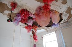 It's mind blowing to see what artist Lisa Kellner is able to do with silk organza, thread, and various pigments.