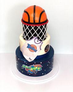 "Lucero Bakery on Instagram: ""Space Jam! 🏀👹💫 #spacejam #cakes #spacejam2 #spacejamcake #basketball #basketballcake #tunesquad #looneytunes #buttercream #buttercreamcake"" 1st Birthday Party Themes, Baby Boy Birthday, Birthday Ideas, Looney Tunes Party, Baby Looney Tunes, Baby Shower Parties, Baby Boy Shower, Space Jam Theme, Basketball Baby Shower"