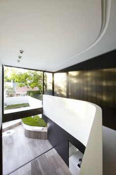 Love the way the architect has sculpted this space with the curved wall. #architecture #interiordesign