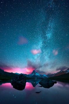 Milky Way - Islandia (Vía Láctea) MoreIceland. Milky Way - Islandia (Vía Láctea) Beautiful Sky, Beautiful Landscapes, Beautiful World, Beautiful Images, Milky Way, Science And Nature, Nature Nature, Belle Photo, Night Skies