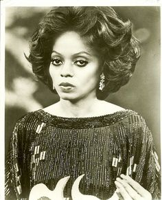 Not everyone can pull off such a serious eyebrow arch, but Diana Ross makes it work.