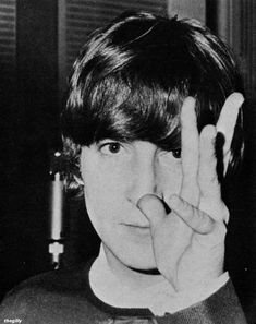 EMI Studios, Baby& in Black session, 11 August Scan from 16 Scoop: Beatles Complete Story from Birth to Now Beatles Band, Les Beatles, John Lennon Beatles, Beatles Guitar, Abbey Road, Imagine John Lennon, Beatles Photos, Studios, The Fab Four