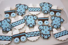 Baby blue and brown are such a great color combo.  I love these cookies found on flickr by SweetSugarBelle