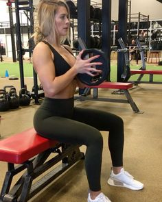Growing the girls (yaaaaaa fam they real) chest and triceps on FIYA after this tri-set. Add this to your next upper body day bb's. Oh and…