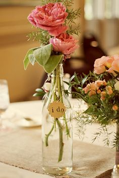 The deco flowers fresh and decorative vases is always very pleasing to the eyes. Decorative flowers and vases in 50 inspiring ideas for the interior. Bottle Centerpieces, Wedding Centerpieces, Wedding Decorations, Centrepieces, Vintage Centerpieces, Rustic Wedding, Our Wedding, Dream Wedding, Yellow Wedding