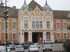 Szekszárd Polgármesteri hivatal Bodies, Mansions, House Styles, Home Decor, Decoration Home, Manor Houses, Room Decor, Villas, Mansion
