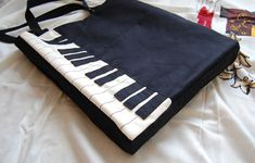 shoulder bags, fashion ideas, piano keys, fashion merchandising, music books, piano bag, bag tutorials, tote bags, pianos