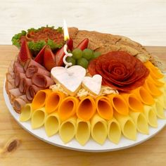 Morbier grs – this table is for 6 people as a main course, 8 people … - Types of Cheese 1001 Funeral Potatoes, Types Of Cheese, Cheese Dishes, Food Art, Macaroni And Cheese, Waffles, Food And Drink, Appetizers, Breakfast