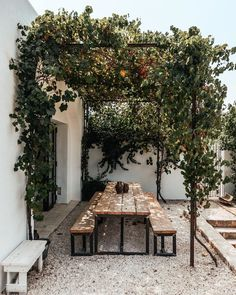 Pergola inspiration for outdoor seating areas Outdoor Rooms, Outdoor Dining, Outdoor Gardens, Outdoor Decor, Outdoor Seating, Rustic Outdoor Spaces, Dining Table, Patio Design, Exterior Design