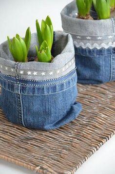 House No. Jeans Utensilos- neuer Sessel / jeans utensilo – new chair House No. Jeans Utensilos- neuer Sessel / jeans utensilo – new chair Artisanats Denim, Denim Fabric, Denim Quilts, Denim Purse, Jean Crafts, Denim Crafts, Old Jeans Recycle, Upcycle, Jean Diy