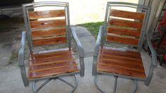 Patio Chair Redo: From Old Worn Out Pieces to Lovely Chairs - Patio Chair - Ideas of Patio Chair Wooden Patio Chairs, Resin Wicker Patio Furniture, Plastic Patio Chairs, Metal Outdoor Chairs, Patio Furniture Makeover, Lawn Furniture, Chair Makeover, Outdoor Garden Furniture, Lawn Chairs