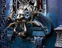 """This door belongs to one of the main newspaper of Argentina """"La Prensa"""","""