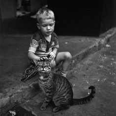 Boy and cat, New York City, 1954. Photo by Vivian Maier