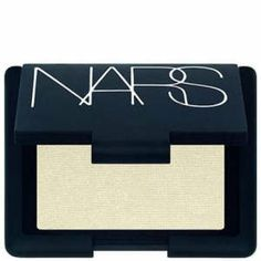 Nars Highlighting Blush Powder Albatross for a perfect undereye highlight and setting your concealer