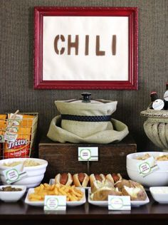 chili bar--brilliant for a Fall party - have I pinned this? Our guide shows exactly how to set up a chili bar with all the fixings. A great party idea for fall including a chili recipe for easy entertaining at home. Super Bowl Party, Sac Halloween, Halloween Party, Halloween Housewarming Party, Halloween Night, Burger Bar, Sandwich Bar, Sangria Bar, Pumpkin Carving Party