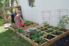 A child-friendly garden, a vegetable garden for children should not be missed Source by mamsatwork Gardening For Beginners, Gardening Tips, Vegetable Garden Planning, Square Foot Gardening, Backyard, Patio, Edible Garden, Dream Garden, Permaculture