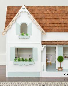 A Tiny House Makeover (Ok, It's A Dollhouse) Best Doll House, Kids Doll House, Doll House Plans, Barbie Dream House, Dollhouse Design, Wooden Dollhouse, Diy Dollhouse, Dollhouse Furniture, Miniature Dollhouse