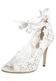 Romantic Lace Bridal Shoes by Alberta Ferreti Pretty Shoes, Beautiful Shoes, Cute Shoes, Me Too Shoes, Bridal Shoes, Wedding Shoes, Wedding Dresses, Lace Weddings, Wedding Rings