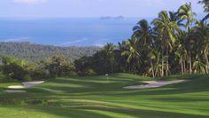 Im Santiburi Golf Resort liegen alle Unterkünfte inmitten des alten Palmenhains - Dschungel-Feeling pur! Ob in Strandvillen oder exklusiven Suiten, das thailändische Flair und die enorme Gastfreundschaft sind an diesem Ort unverwechselbar. Nicht umsonst bedeutet ''Santiburi', ''friedliches Dorf''.