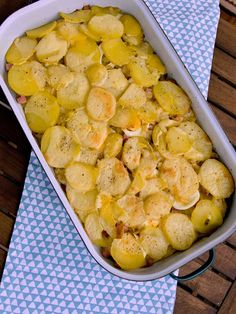 Pradobroty: Francouzské brambory Czech Recipes, Ethnic Recipes, French Potatoes, How To Cook Potatoes, Yams, Cantaloupe, Potato Salad, Shrimp, Food And Drink