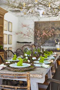I was thinking about what would make a beautiful Easter table this year, and for some reason, wild grapevines and bare branches spoke to me. I guess it's because Connecticut Country House is surrounded by keep reading