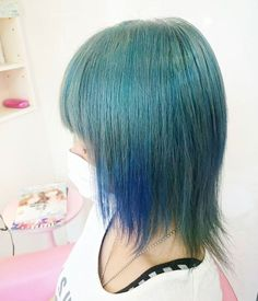 WEBSTA @ la_ciau - 鮮やかな水色×青 ブルー系はブリーチで真っ白にしてからいれていきます#ラチャウ#藤沢#湘南#マニックパニック#マニパニ#blue#ショートヘアー#ストレートヘアー