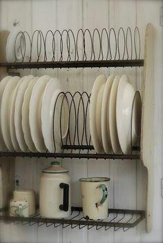 Vintage Kitchen 60 tiny House Storage Hacks And Ideas 68 - Furniture Inspiration - 60 tiny House Storage Hacks And Ideas 68 Sweet Home, Country Kitchen, New Kitchen, Kitchen Cupboards, Kitchen Ideas, Kitchen Dishes, Kitchen Plate Rack, Kitchen Sink, Glass Cabinets