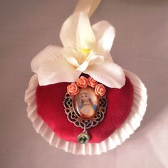 Kitsch Decoration Virgin Mary Shell Shrine by TheHouseOfMadLucy