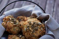 Økologiske fuldkornsboller med chiafrø og gulerod - Frøken Madglad