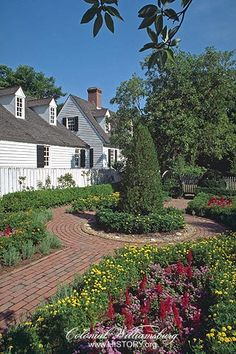 Courtyard garden, Colonial Williamsburg