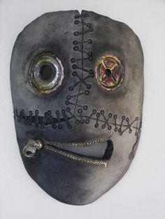 """Gerardo Ramos, Título: """"Máscara 3"""" Dimensiones (aprox.): Materiales / técnica: Gres chamotado / Raku Año de creación: 2013"""