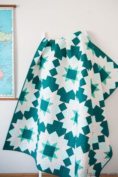 Night Stars - Robert Kaufman Color of the Year - Enchanted - Quilty Love - Örgü Modelleri Quilting Tips, Quilting Projects, Quilting Designs, Sewing Projects, Star Quilt Patterns, Star Quilts, Modern Quilt Patterns, Cute Quilts, Baby Quilts