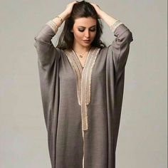 Coffee bisht with dull gold border Arab Fashion, Muslim Fashion, Modest Fashion, African Fashion, Fashion Outfits, Kaftan Abaya, Caftan Dress, Oriental Dress, Oriental Fashion